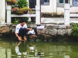 Travel 2007- China- Man on the River, Φωτογράφος Αλέξανδρος Μπαγιώκος